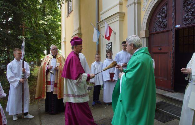 Powitanie biskupa w progach świątyni