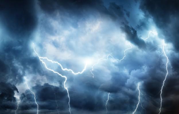 Łódzkie: Szacowanie strat po wieczornych burzach