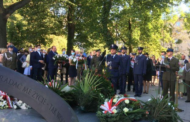 Złożenie wieńców pod pomnikiem rotmistrza Witolda Pileckiego