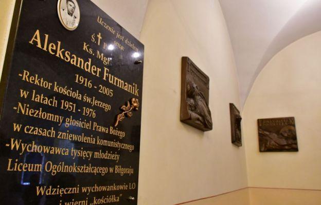 Tablica upamiętniająca ks. Aleksandra Furmanika w biłgorajskim