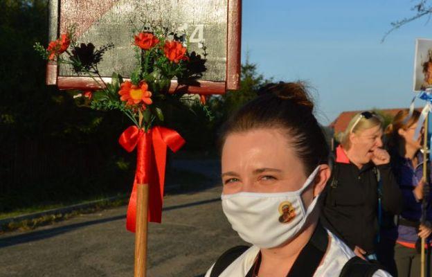 W dobie pandemii pielgrzymi także idą na Jasną Górę