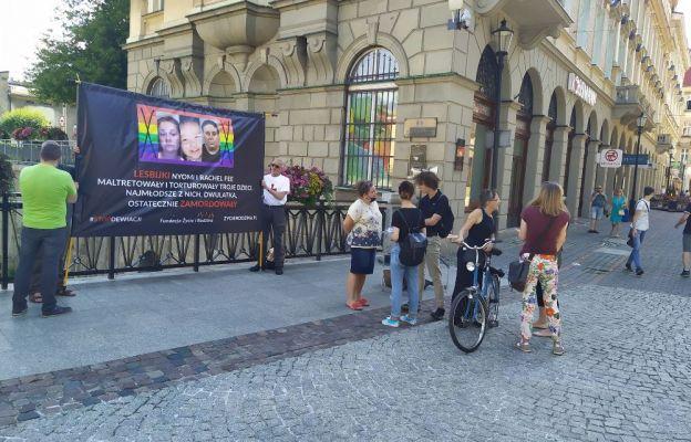 Sprzeciw wobec ofensywy organizacji LGBT. Pikietują w Bielsku-Białej