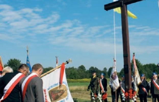 Krzyż upamiętniający miejsce śmierci ks. Ignacego Skorupki, Ossów