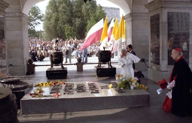 Modlitwa Jana Pawła II przy Grobie Nieznanego Żołnierza w Warszawie w 1979 r. pokazała, że kochał on swoich rodaków, swoją ziemię, znał jej problemy