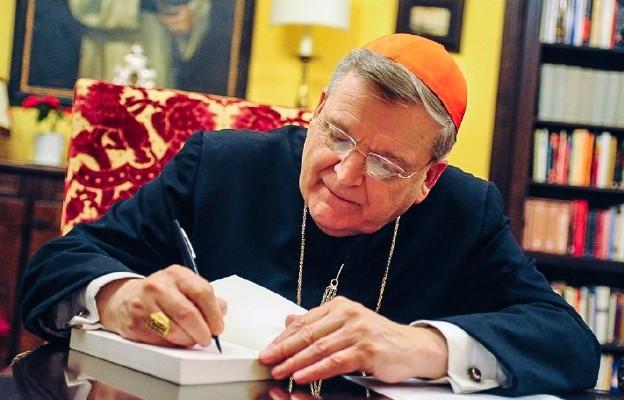 Kard. Burke: odmowa udzielenia komunii niektórym katolickim politykom jest dla nich przysługą