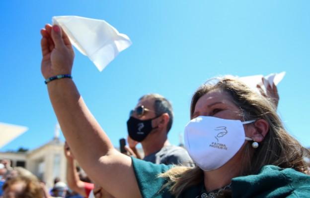 Portugalia: Polacy jako jedni z nielicznych cudzoziemców w Fatimie na obchodach objawień