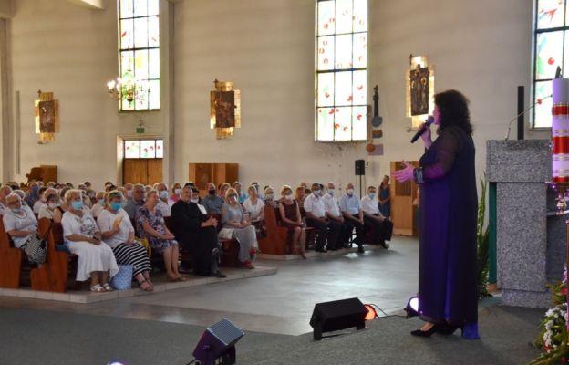 Eleni na obchodach 40-lecia istnienia parafii