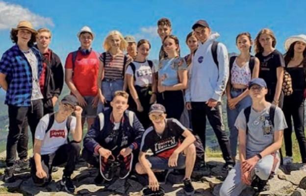 Młodzież  z ks. Radosławem Żukowskim zdobyła Kasprowy Wierch
