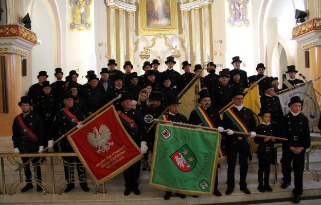 Lubuscy kominiarze przyjechali do sanktuarium w Świebodzinie, by poświęcić swój sztandar
