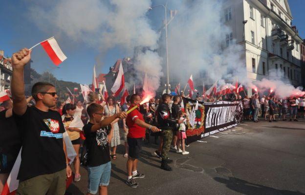 Cześć i chwała bohaterom – skandowali uczestnicy wałbrzyskiej manifestacji
