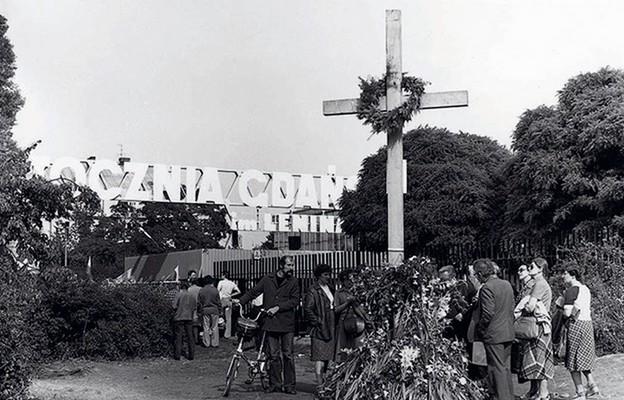 Przed Stocznią gdańską, sierpień 1980 r.
