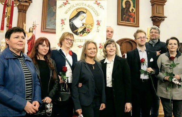 Część wspólnoty ze swoim opiekunem ks. Adamem Błaszczykiem