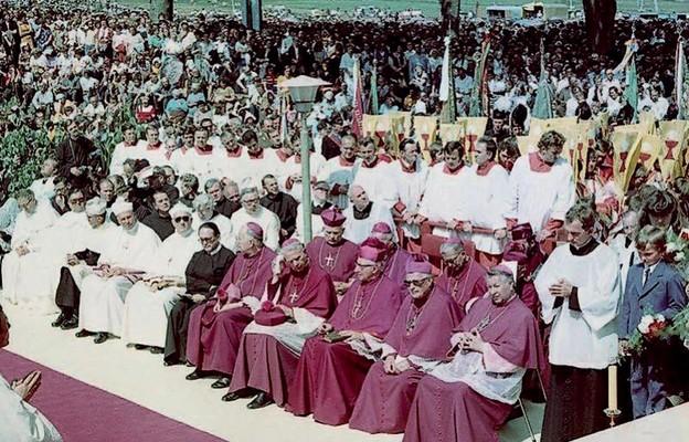 Do Wambierzyc na uroczystości przybyło 39 biskupów z pięciu krajów