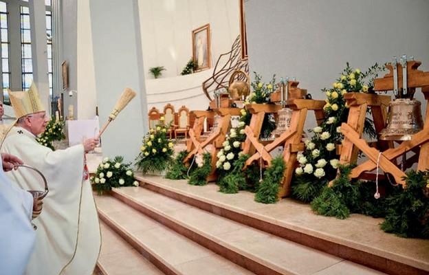 Poświęcone przez metropolitę krakowskiego dzwony trafią  m.in. do świątyń w Brazylii i na Filipinach