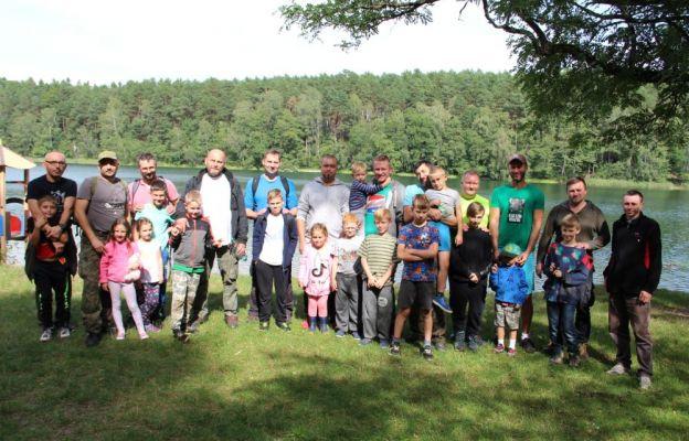 Uczestnicy wyprawy nad Jeziorem Dziarg pod Kosobudzem