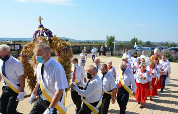 Biskup Andrzej Kaleta na dożynkach w Domaszowicach: Jezus uczy nas wymagać od siebie