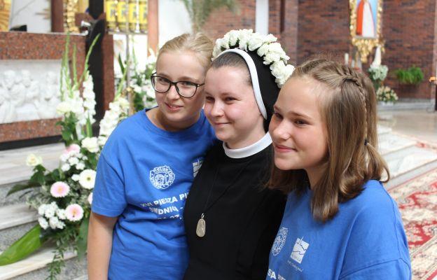 s. Miriam z dziewczynami z pielgrzymki