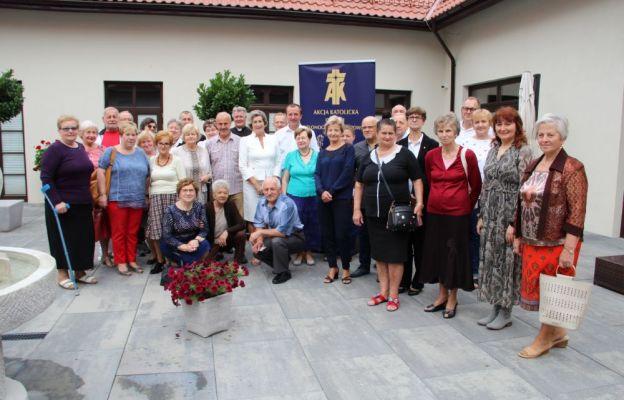 Uczestnicy rekolekcji w domu rekolekcyjnym Lubuski Nazaret