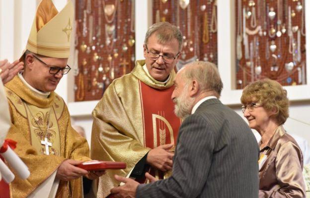 Papieski krzyż dla małżeństwa z Torunia