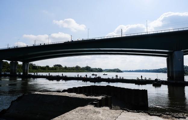 Warszawa: Most pontonowy połączył oba brzegi Wisły