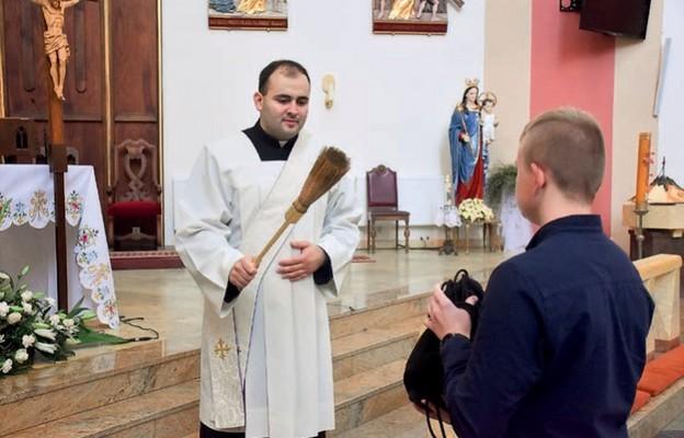 Poświęcenie plecaków praktykowane jest w wielu parafiach