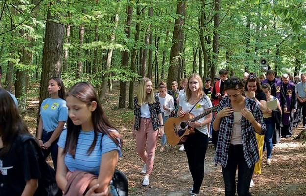 Droga Krzyżowa śladami ostatniej ziemskiej drogi Karoliny była szczególnym przeżyciem dla młodych