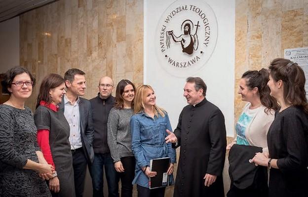 Spotkania słuchaczy Szkoły Biblijnej będą odbywały się w PWTW przy ul. Dewajtis 3 (na zdjęciu) oraz w budynku Seminarium Duchownego przy ul. Krakowskie Przedmieście 52/54