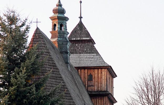 Jak powstawała parafia w Porębach Dymarskich?