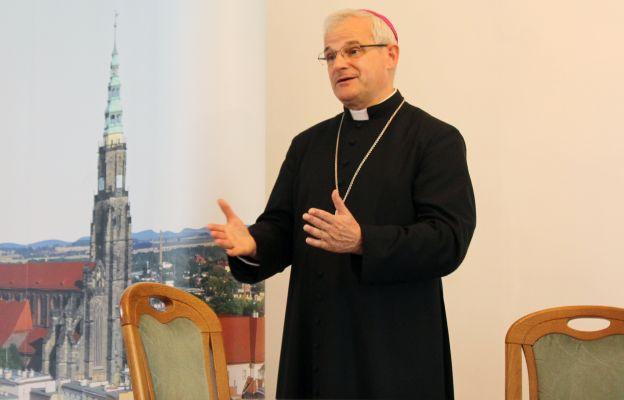 bp Marek Mendyk apeluje o zapisywanie dzieci i młodzieży na religię.