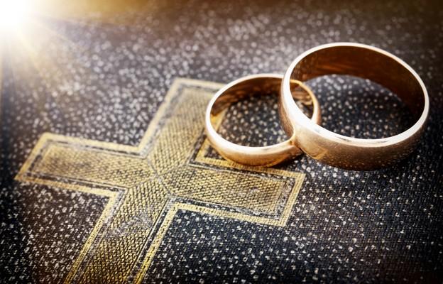 Prezydium Episkopatu ws. Konwencji Stambulskiej: małżeństwo to trwały związek kobiety i mężczyzny