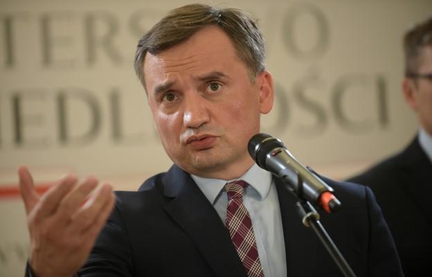 Ziobro o rezolucji PE: próba zakwestionowania istoty demokracji