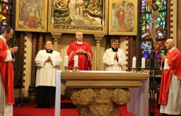 Eucharystii z okazji 30-lecia katechezy w szkole przewodniczył bp Andrzej Siemieniewski