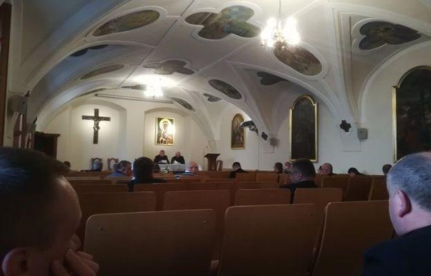Spotkanie trwa w kaplicy różańcowej na Jasnej Górze
