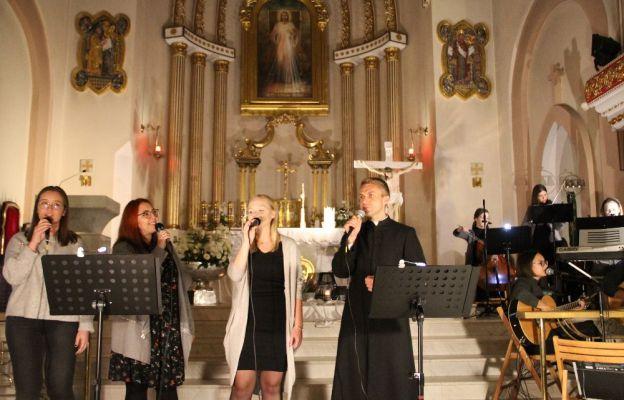 Wieczór Uwielbienia w sanktuarium Miłosierdzia Bożego