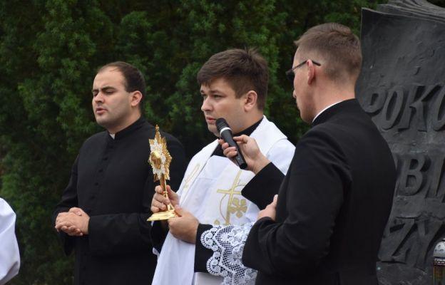 Ks. Jakub przyniósł relikwie bł. ks. Michała Sopoćki