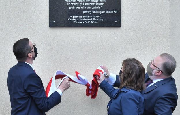 Odsłonięcie tablicy upamiętniajacej Kornela Morawieckiego w Warszwie