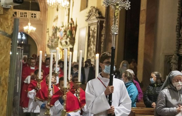 Asystę przygotowała katedralna Służba Liturgiczna