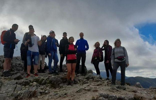 Uczestnicy wycieczki w góry.