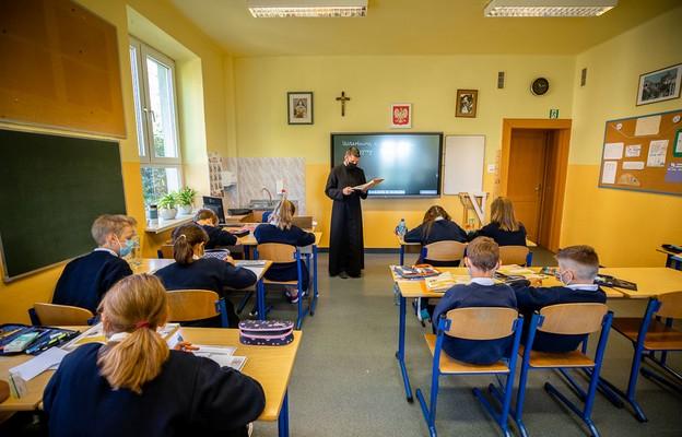 Komisja Wychowania Katolickiego KEP za wprowadzeniem obligatoryjnego wyboru pomiędzy etyką i lekcją religii