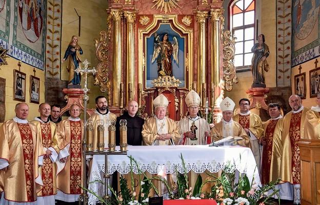 Jubilat wśród koncelebransów Mszy św