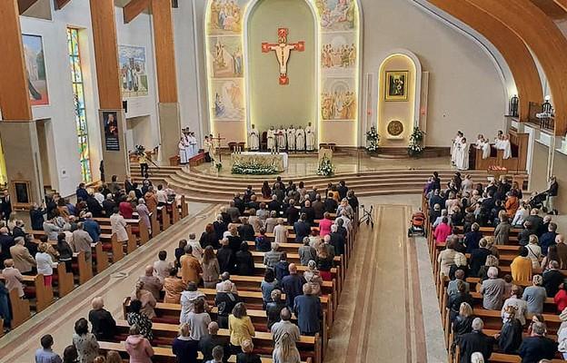 Parafianie i pielgrzymi dziękowali Matce Bożej za otrzymane łaski