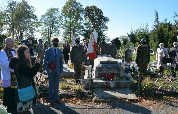 Grób ks. Adama Łańcuckiego w Chojnowie oznaczony przez IPN