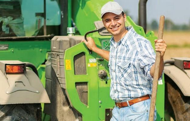 Młody rolnik inwestuje w maszyny