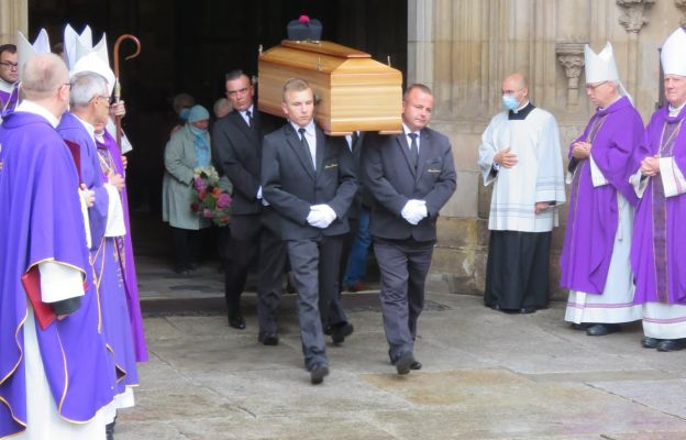 Wyprowadzenie ciała ks. inf. Jana Kruciny z katedry wrocławskiej