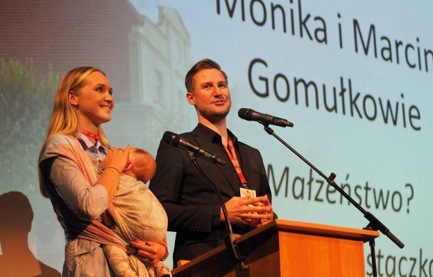 Monika i Marcin Gomułkowie podczas wykładu: Małżeństwo? Tylko dla prostaczków!