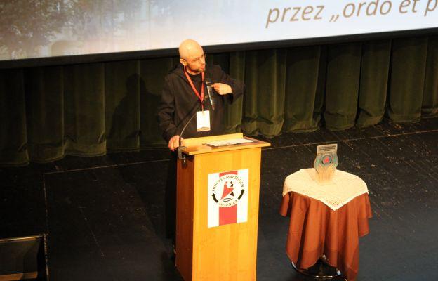 """Konferencja o. Cypriana Tomaszczuka OSB pt. Od """"ora et labora"""" przez """"ordo et pax"""" po UIOGD"""