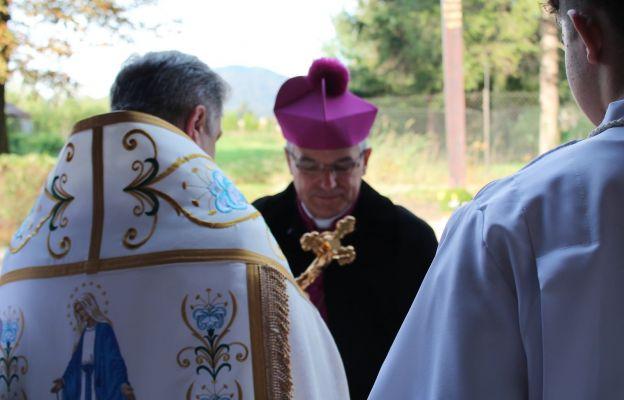 Bp Marek Mendyk podczas wizytacji w par. Św. Jerzego i MB Różańcowej w Wałbrzychu