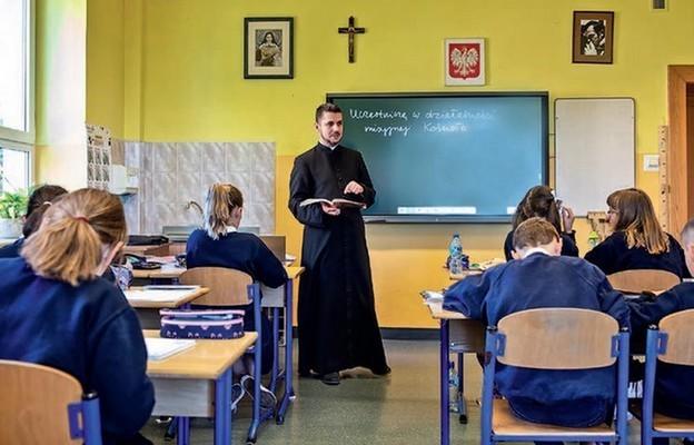 Dla katechety pracującego zdziećmi niepełnosprawnymi ważny jest kontakt  zrodzicami iparafiami