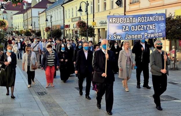 Z różańcami na ulicach Rzeszowa