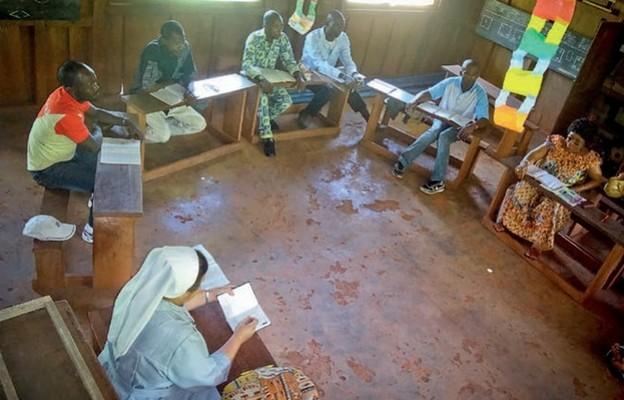 S. Alicja jest koordynatorką nauczania w 25 szkołach w Kamerunie